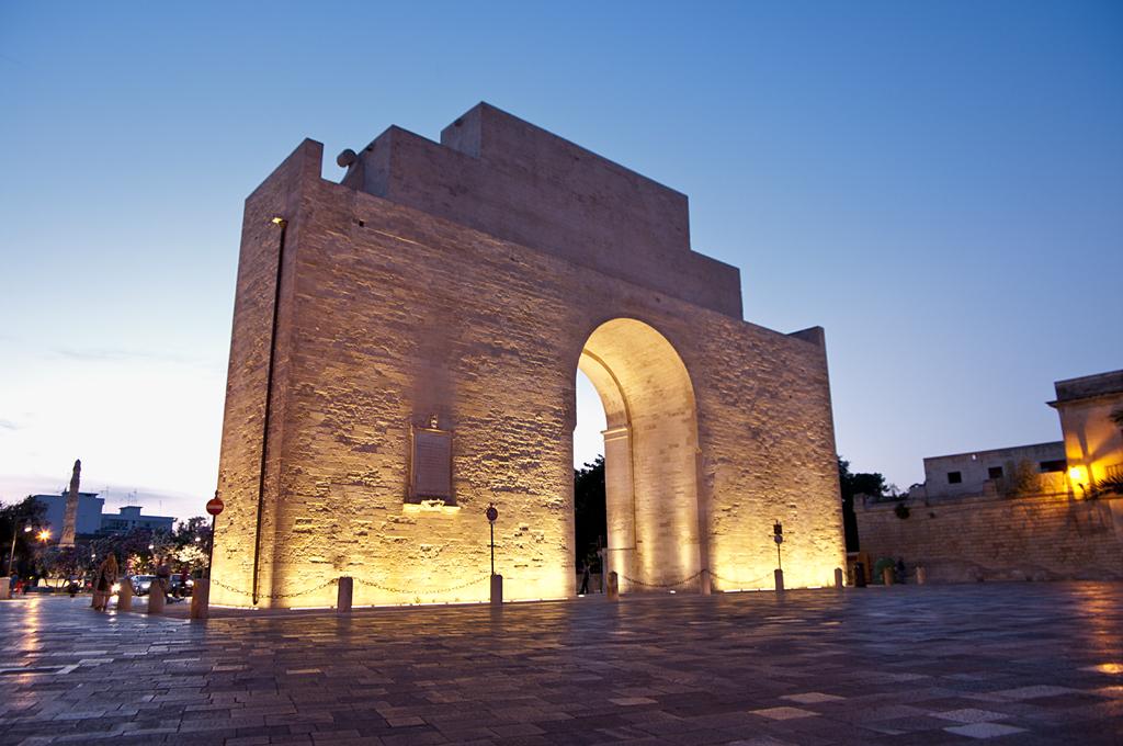 Porta Napoli centro storico lecce puglia